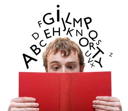 Un hombre leyendo un libro Foto de archivo - 8684344