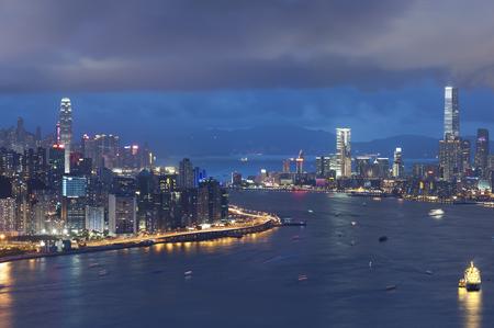 夜香港のビクトリア港のパノラマ 写真素材