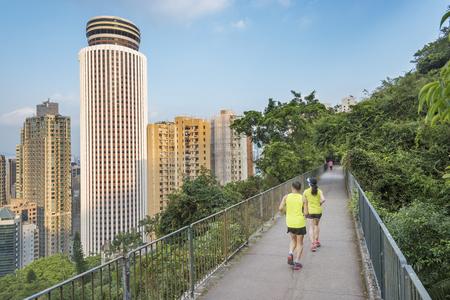 Paare , die für Eignung in der städtischen Spur in der Hong Stadt rütteln Standard-Bild