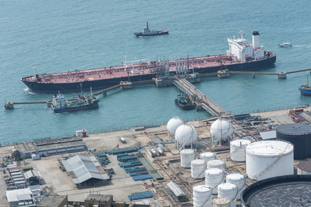 Oil Storage tank and oil tanker Banco de Imagens