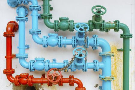 kleurrijke pijp voor waterleidingsysteem; Stockfoto