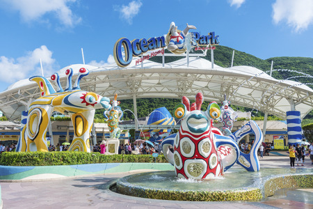 Hong Kong, China - July 24, 2017 : main entrance of Ocean Park Hong Kong. Ocean Park is an animal theme park exhibits such as grant panda and dolphin. It is one of the famous theme parks in Hong Kong. Stock fotó - 116783717
