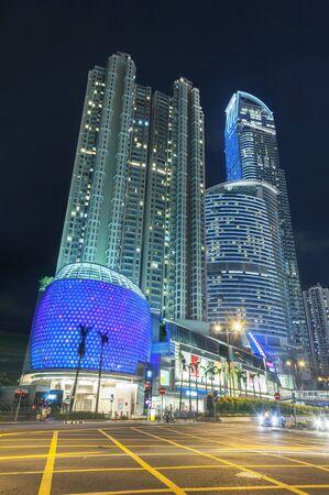 Skyscraper in downtown of Hong Kong city at night 版權商用圖片
