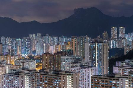 Mountain Lion Rock and skyline of Hong Kong city at night Фото со стока