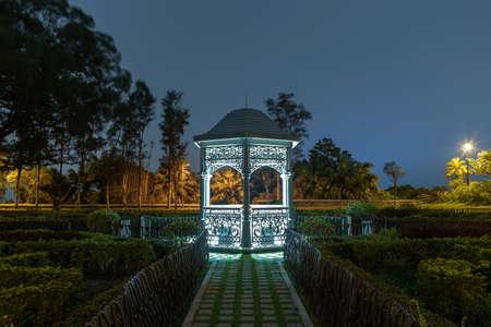 Calssical pavilion in public park at night 版權商用圖片