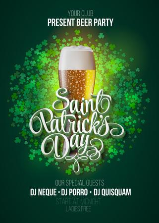 St Patrick Tages Plakat. Bier-Party-grünen Hintergrund mit Kalligraphie Zeichen und Bierglas. Vektor-Illustration. Standard-Bild - 52134553