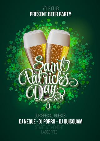 St. Patrick's Day poster. Beer party groene achtergrond met kalligrafie teken en twee gele bierglazen. vector illustratie