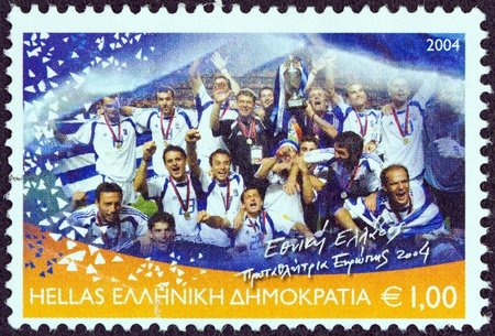 stempeln: GREECE - CIRCA 2004  A stamp printed in Greece from the  Greece, European football champion 2004  issue shows the Greek football national team, circa 2004