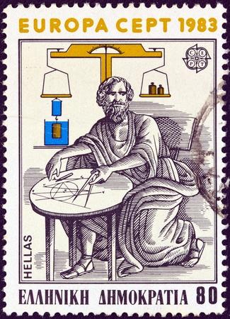 buoyancy: GRECIA - CIRCA 1983 Un sello impreso en Grecia de la cuesti�n de Europa, mostrando matem�tico griego y f�sico Arqu�medes de Siracusa, alrededor del a�o 1983