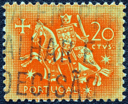 selo: PORTUGAL - CIRCA 1953: A stamp printed in Portugal shows the Seal of authority of King Dinis, circa 1953. Editorial