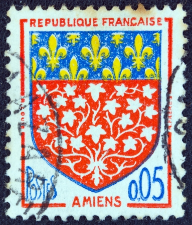 stempeln: FRANCE - CIRCA 1962: A stamp printed in France  from the Arms of French Towns 4th Series issue shows Amiens coat of Arms, circa 1962. Editorial