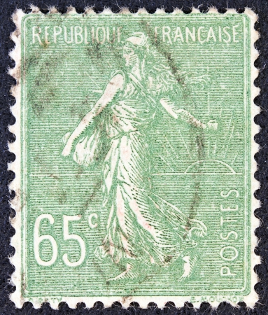 postes: FRANCE - CIRCA 1927: A stamp printed in France shows Sowing, circa 1927.