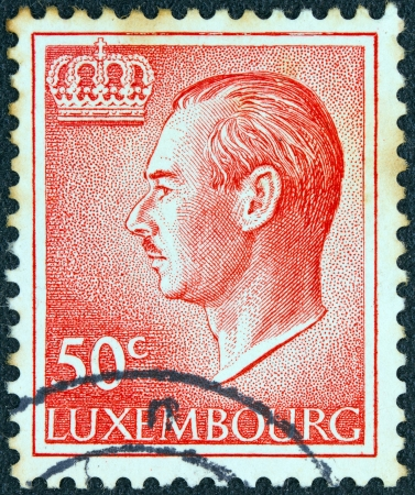 stempeln: LUXEMBOURG - CIRCA 1965: A stamp printed in Luxembourg showing a portrait of Grand Duke Jean, circa 1965.