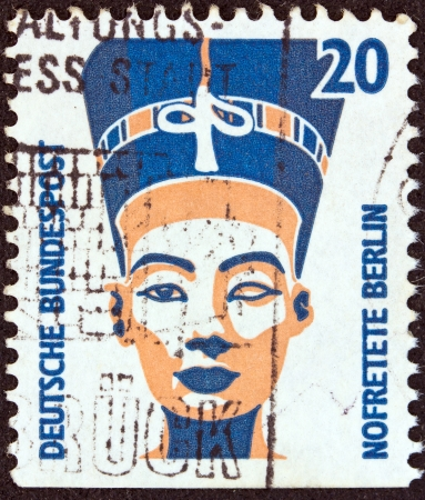 nefertiti: GERMANY - CIRCA 1987: A stamp printed in Germany from the Tourist Sights issue shows the Head of Nefertiti, Berlin Museum, circa 1987.