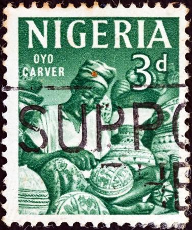 trinchante: NIGERIA - CIRCA 1961: Un sello impreso en Nigeria Oyo tallador muestra, alrededor del a�o 1961.