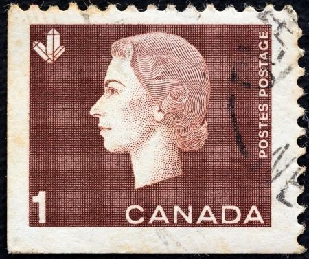postes: CANADA - CIRCA 1962: A stamp printed in Canada shows a portrait of Queen Elizabeth II and Crystals Mining symbol, circa 1962.