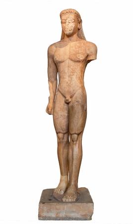 スニオン、アッティカで発見、クーロス 600 B C の大理石像