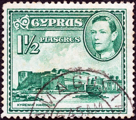 kypros: CYPRUS - CIRCA 1938: A stamp printed in Cyprus shows Kyrenia Harbour and King George VI, circa 1938.
