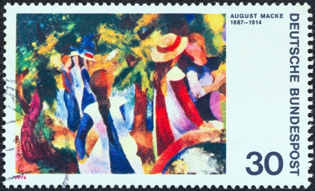 stempeln: GERMANY - CIRCA 1974: A stamp printed in Germany from the German Expressionist Paintings issue shows Girls under Trees (August Macke), circa 1974.  Editorial