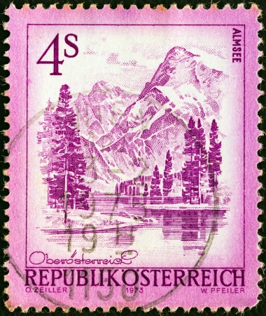 stempeln: AUSTRIA - CIRCA 1973: A stamp printed in Austria from the Views issue shows Almsee lake, circa 1973.