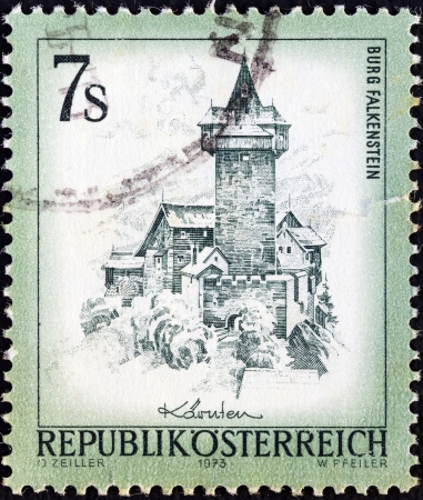 stempeln: AUSTRIA - CIRCA 1973: A stamp printed in Austria from the Views issue shows Falkenstein Castle, circa 1973.