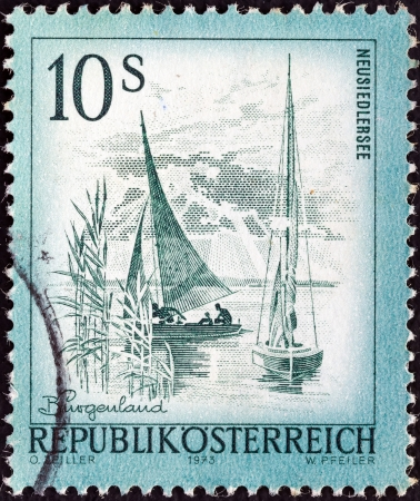 estampilla: AUSTRIA - CIRCA 1973: A stamp printed in Austria from the Views issue shows Neusiedlersee lake, circa 1973.  Editorial