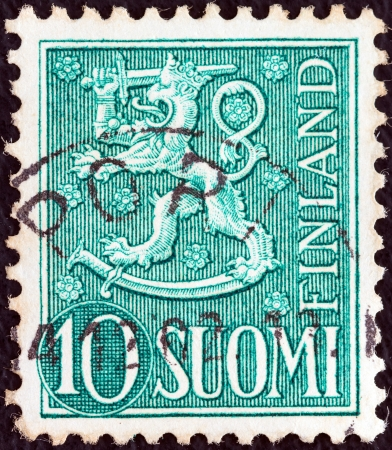 stempeln: FINLAND - CIRCA 1954: A stamp printed in Finland shows National arms emblem, circa 1954.  Editorial