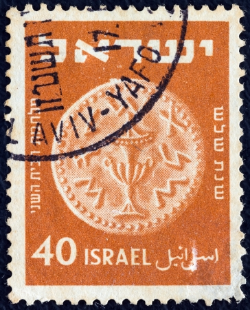 timbre: ISRAEL - CIRCA 1950: A stamp printed in Israel from the 3rd Ancient Judean Coins issue shows Ritual jar, circa 1950.