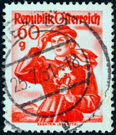 timbre: AUSTRIA - CIRCA 1948: A stamp printed in Austria from the Provincial Costumes issue shows a woman from Karnten Lavanttal, circa 1948.