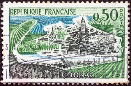 postes: FRANCE - CIRCA 1961: A stamp printed in France from the Tourist Publicity issue shows Cognac town, circa 1961.