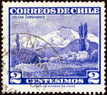 estampilla: CHILE - CIRCA 1960: A stamp printed in Chile shows Choshuenco volcano, circa 1960.  Editorial