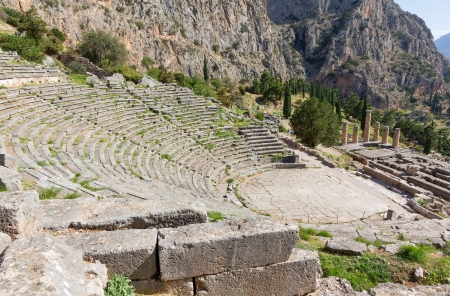 delfi: View of ancient Delphi theater and Apollo temple, Greece