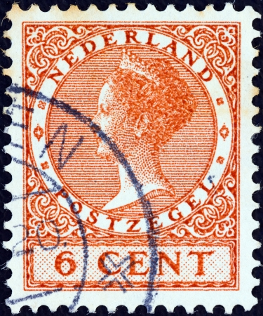stempeln: NETHERLANDS - CIRCA 1924: A stamp printed in the Netherlands shows Queen Wilhelmina, circa 1924.  Editorial