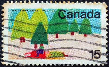 postes: CANADA - CIRCA 1970: A stamp printed in Canada from the Christmas. Childrens Drawings issue shows Trees and Sledge (J. Dojcak), circa 1970.  Editorial