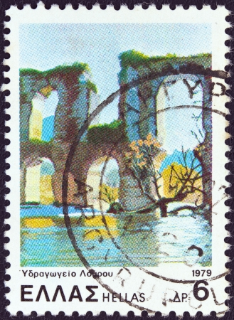 stempeln: GREECE - CIRCA 1979: A stamp printed in Greece from the Landscapes issue shows Louros ancient aqueduct, circa 1979.