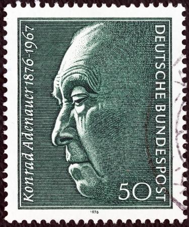 estampilla: GERMANY - CIRCA 1976: A stamp printed in Germany issued for the birth centenary of Konrad Adenauer (Chancellor 1949-63) shows Konrad Adenauer, circa 1976.  Editorial