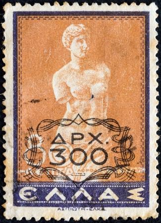 afrodita: GRECIA - CIRCA 1946: Un sello impreso en Grecia muestra Venus de Milo (Afrodita de Milos) estatua, alrededor del a�o 1946.