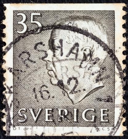 gustaf: SWEDEN - CIRCA 1951: A stamp printed in Sweden shows King Gustaf VI Adolf, circa 1951.