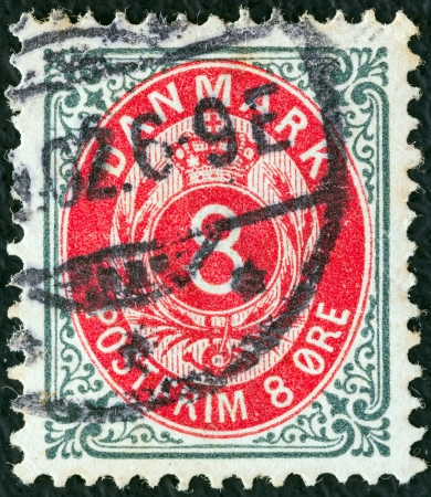 posthorn: DENMARK - CIRCA 1875: A stamp printed in Denmark shows crown, posthorn and value, circa 1875.
