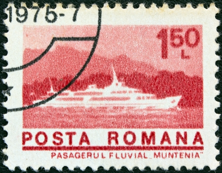 stempeln: ROMANIA - CIRCA 1974: A stamp printed in Romania from the ships issue shows Danube passenger vessel Muntenia, circa 1974.  Editorial