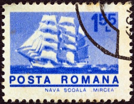 """leu: ROMANIA - CIRCA 1974: Un timbro stampato in Romania dal numero di """"navi"""" mostra Cadet barca """"Mircea"""", circa 1974."""