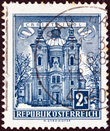 stempeln: AUSTRIA - CIRCA 1957: A stamp printed in Austria from the Buildings issue shows the Dragon Fountain in Klagenfurt, circa 1957.  Editorial