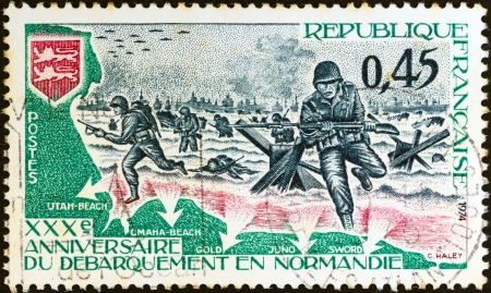 postes: FRANCE - CIRCA 1974: A stamp printed in France issued for the 30th anniversary of Liberation shows the invasion of Normandy, circa 1974.
