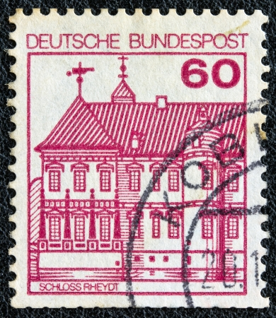 bundespost: GERMANY - CIRCA 1977: A stamp printed in Germany from the Strongholds and castles issue shows Rheydt castle, circa 1977.