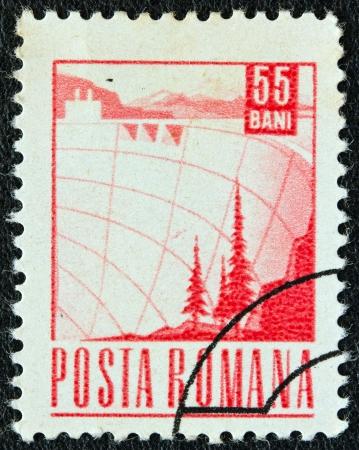 estampilla: ROMANIA - CIRCA 1967: A stamp printed in Romania shows a Dam, circa 1967.
