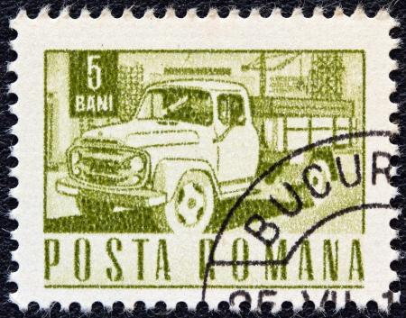 estampilla: ROMANIA - CIRCA 1967: A stamp printed in Romania shows a Carpati lorry, circa 1967.