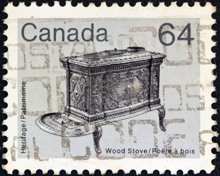 stempeln: CANADA - CIRCA 1982: A stamp printed in Canada from the Heritage Artifacts issue shows a wooden kitchen stove, circa 1982.