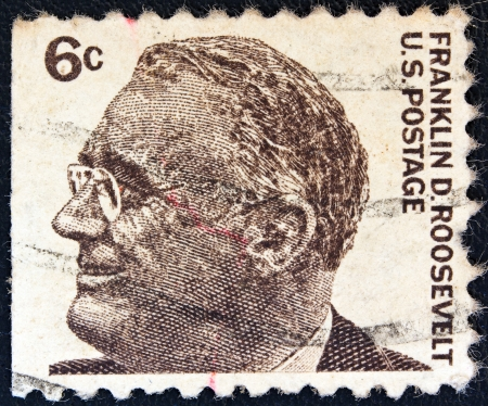 stempeln: USA - CIRCA 1965: A stamp printed in USA from the Prominent Americans (1st series) issue shows president Franklin Delano Roosevelt, circa 1965.  Editorial