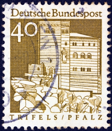 bundes: GERMANY - CIRCA 1966: A stamp printed in Germany from the Historic Buildings issue shows Trifels Fortress, Palatinate, circa 1966.
