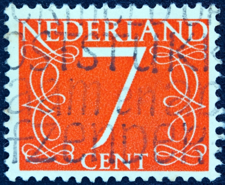 nederlan: NETHERLANDS - CIRCA 1946: A stamp printed in the Netherlands shows its value of 7 cent, circa 1946.